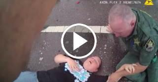 Un policía, embestido por una camioneta en Tampa cuando auxiliaba a la víctima de un accidente