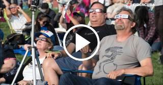 Millones de estadounidenses presencian el primer eclipse total en 100 años