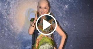 Edith González aparece en público sin peluca y dice que con el cáncer hay que jugar
