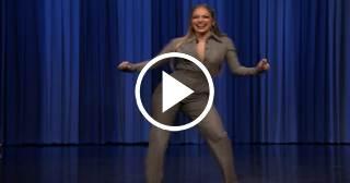 Jennifer López baila imitando a una lavadora en movimiento