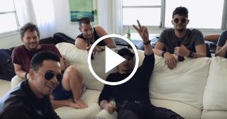Leoni Torres y su banda en la intimidad en un apartamento de Miami Beach