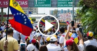 Continúan las protestas en Venezuela y los gases lacrimógenos para reprimir a los manifestantes