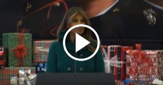 Melania Trump reparte regalos a niños de comunidades afectadas por los recientes huracanes