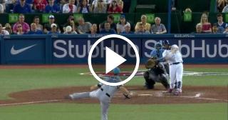 Faltó poco para que Kendry Morales enviara la pelota al cosmos (VIDEO)