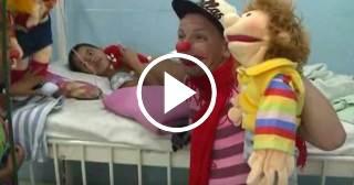 Payasos terapéuticos de La Colmenita visitan salas de pediatría en Camagüey