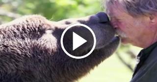 Imagina ser el mejor amigo de un oso