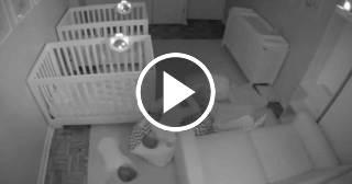 Un vídeo capta las travesuras nocturnas de gemelos de 2 años