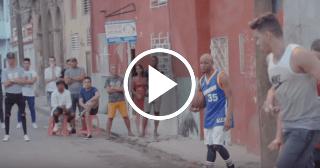 El Dany y Divan se enfrentan en plena calle en un torneo de basketball