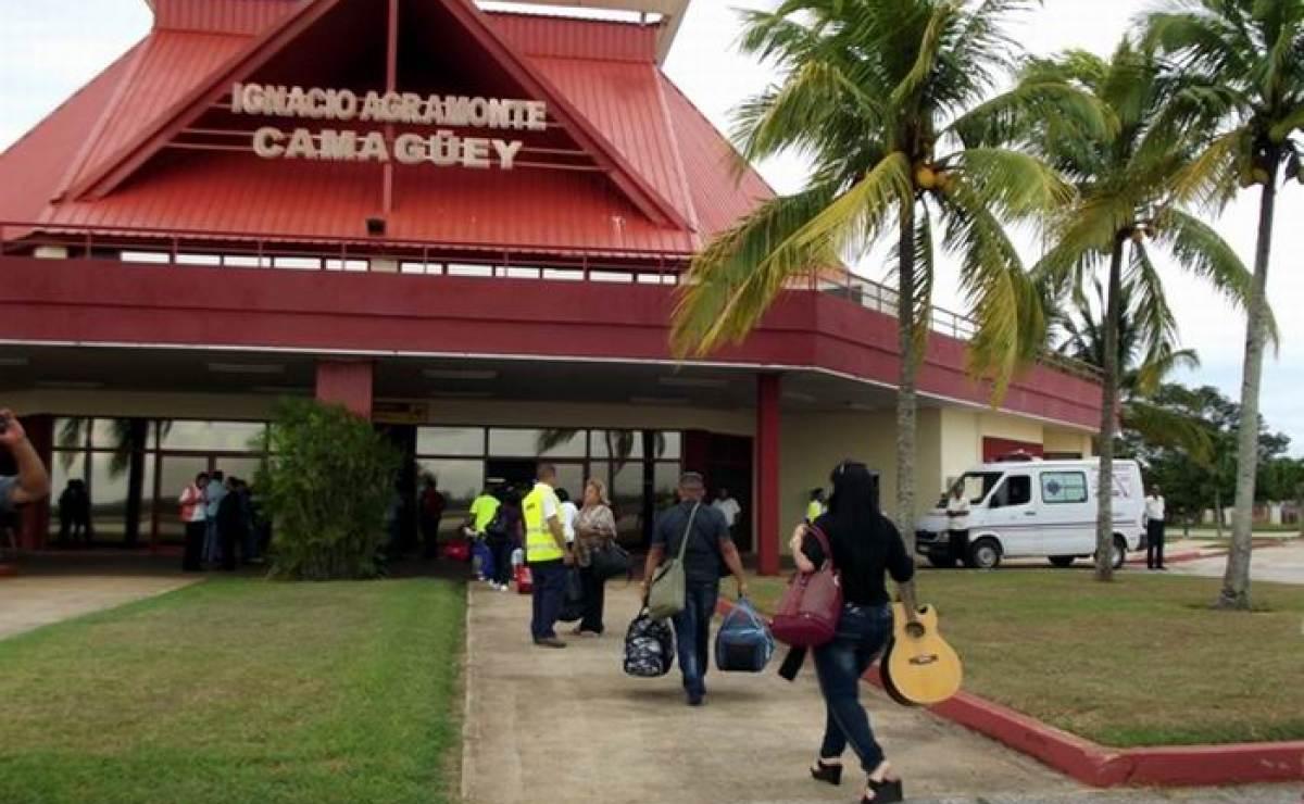 Turistas canadienses permanecieron durante 4 días varados en Camagüey por problemas técnicos en el avión