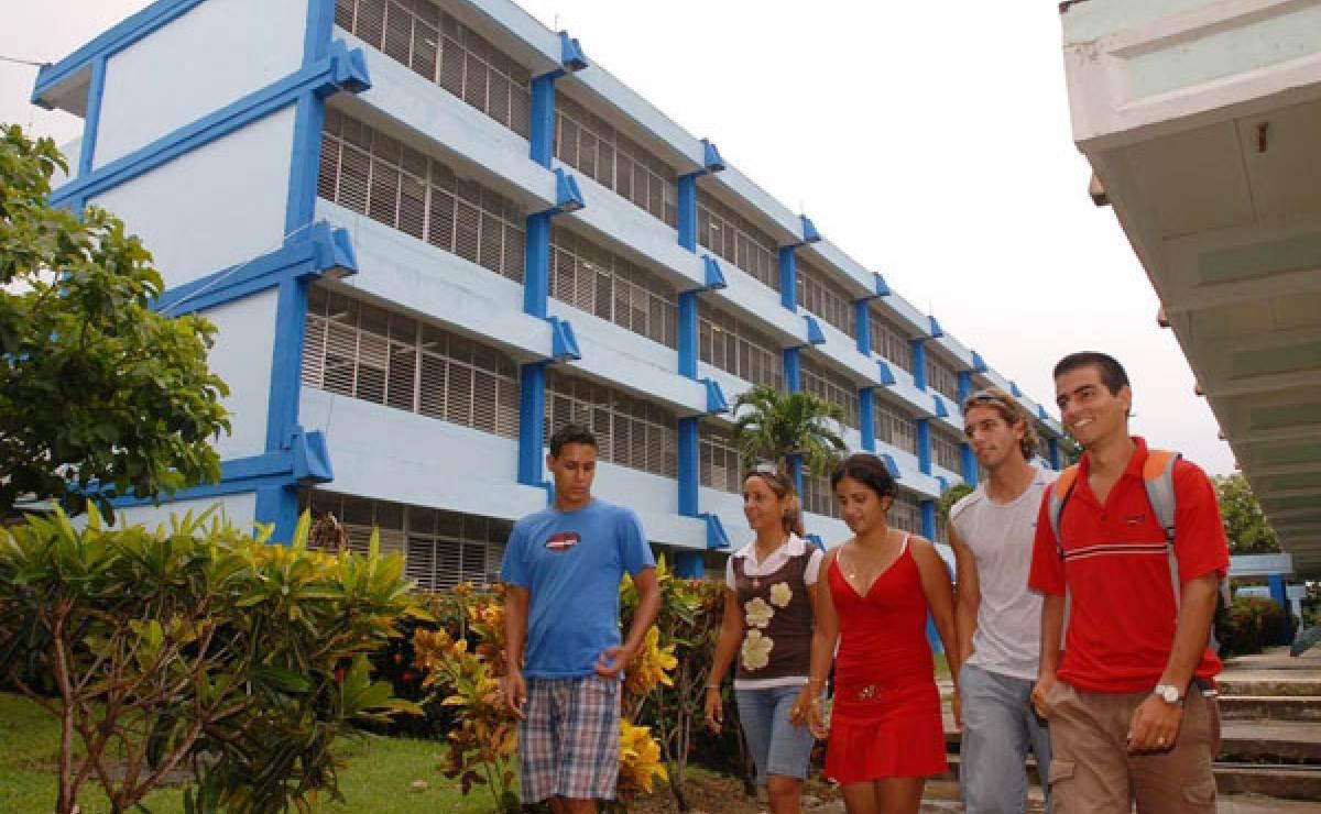 Joven expulsado de la Universidad de Cienfuegos por expresar su opinión sobre Fidel Castro en un examen