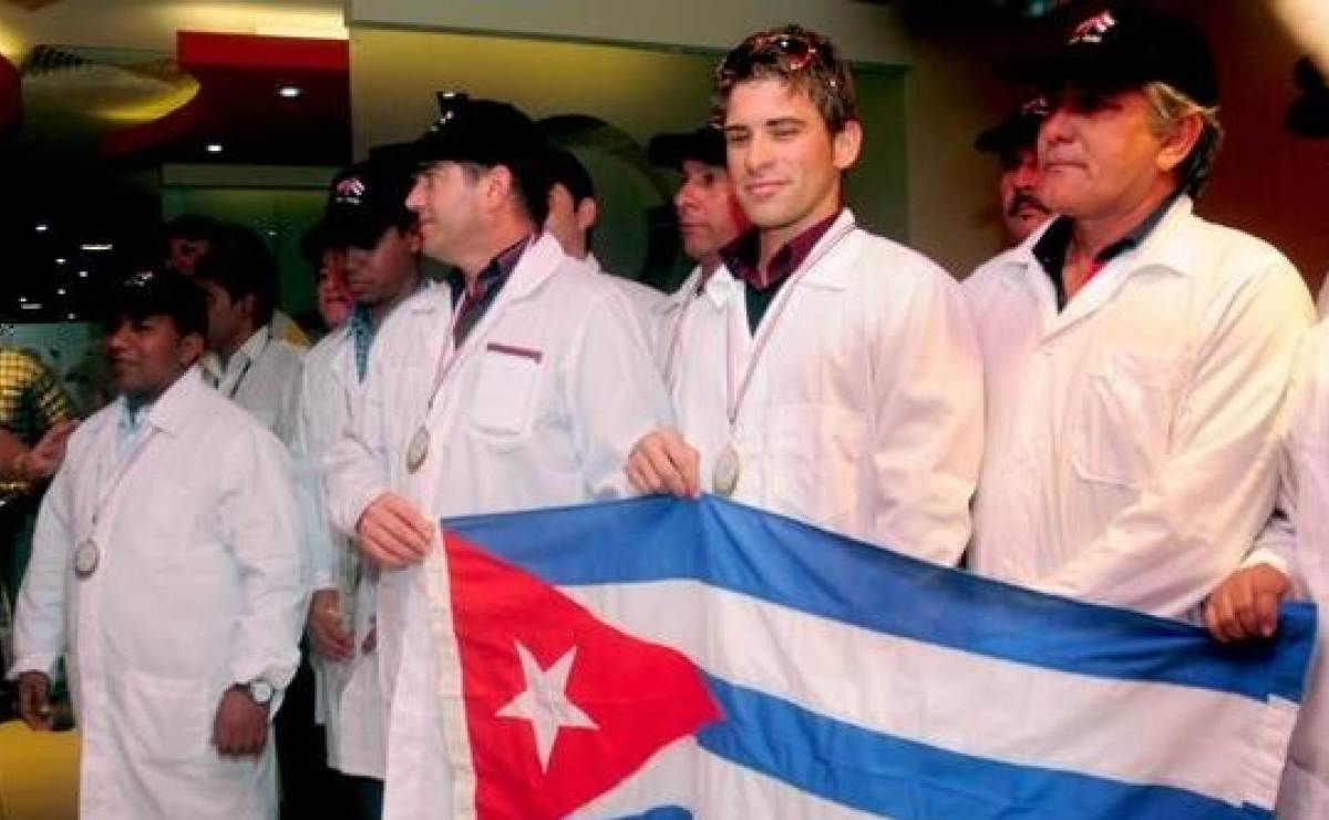 Recibe canciller cubano a ministro de Argelia