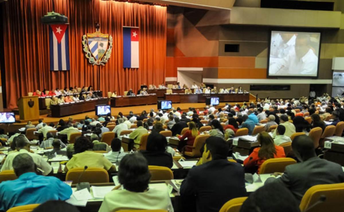 El Parlamento cubano aprueba la creación de empresas privadas