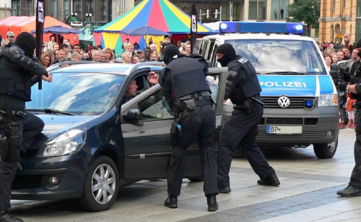 Mujer es detenida por prostituir a su hijo de nueve años