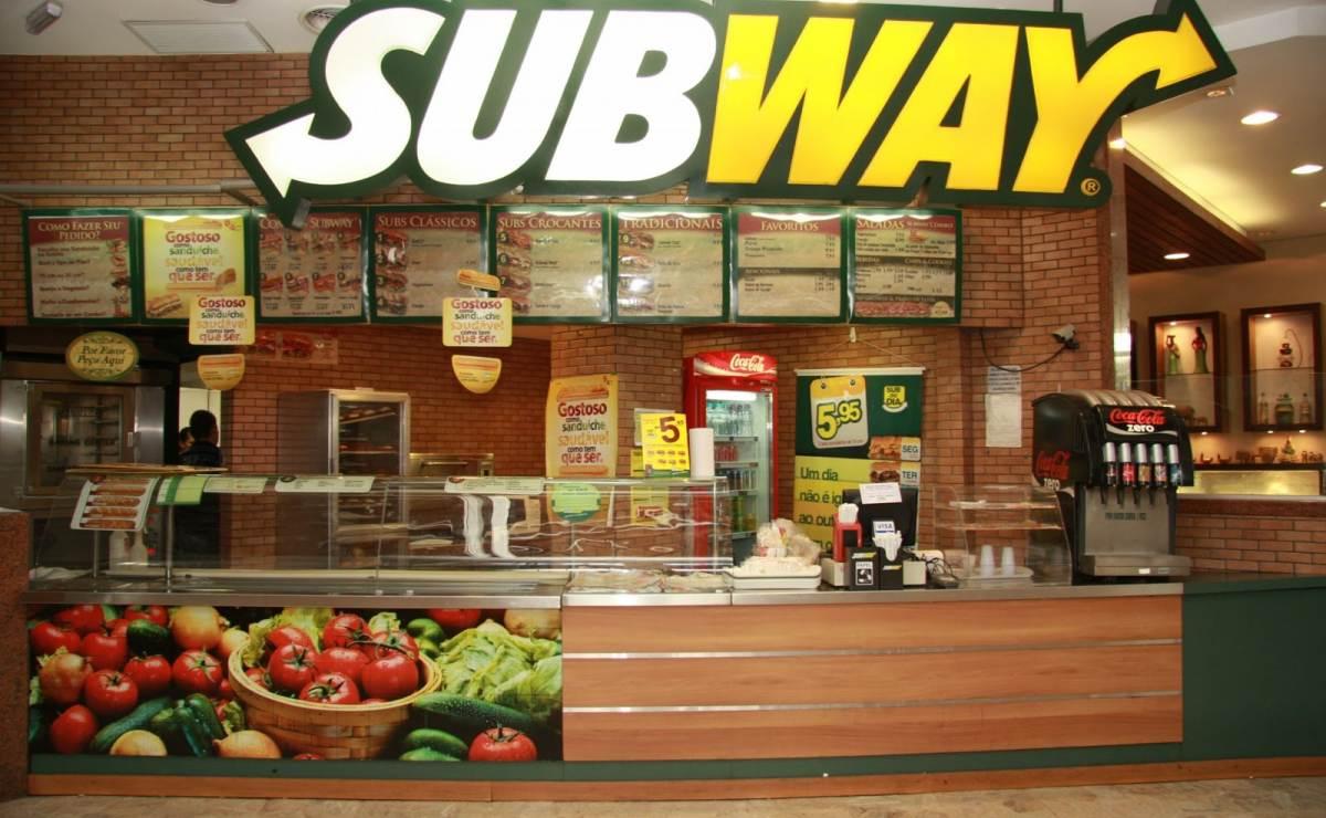 Solo la mitad del pollo de Subway es real, el resto…