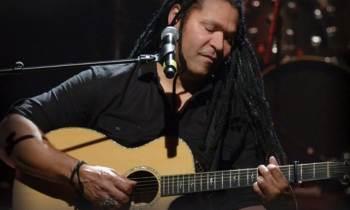 Amaury Gutiérrez al son de la trova en su nuevo disco Entre cuerdas