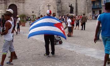"""""""Cuba en la encrucijada"""": Autores cubanos y extranjeros retratan la """"realidad compleja"""" de la isla"""