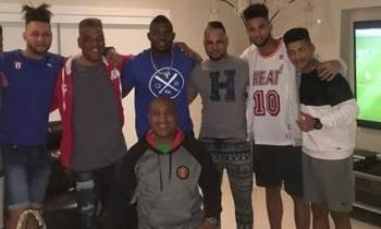 Yasiel Puig, Victor Mesa y su hijo, se reúnen en Miami con la familia Gurriel