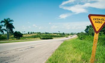 6 pistas que te harán saber que estás en una carretera de Cuba