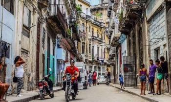 El gobierno cubano anuncia que volverá a reducir gastos en 2018