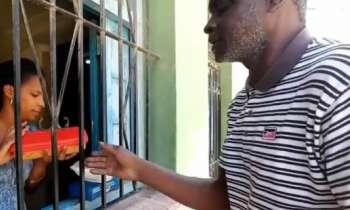 Vecinos se movilizan para apoyar a madre cubana atrincherada en La Habana