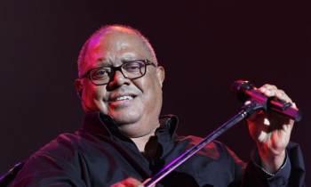 Pablo Milanés sufre fuerte caída durante un concierto en Colombia