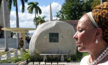 Exsenadora colombiana anuncia candidatura presidencial ante tumba de Fidel Castro