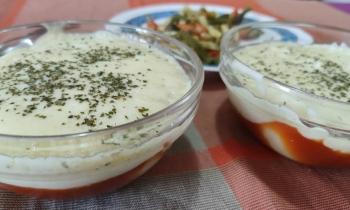 Huevos duros con bechamel y salsa de tomate