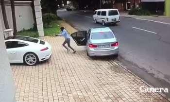 Intentan robar un Porsche pero no contaron con la rapidez del conductor