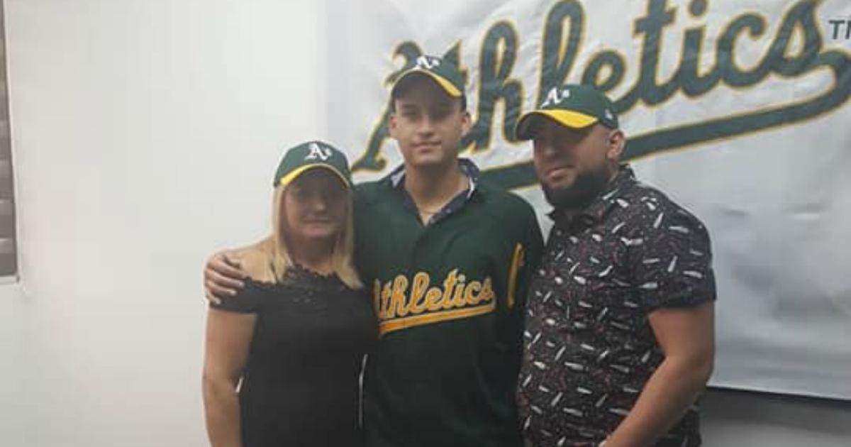El cátcher cubano Marcos Betancourt firma con los Atléticos de Oakland