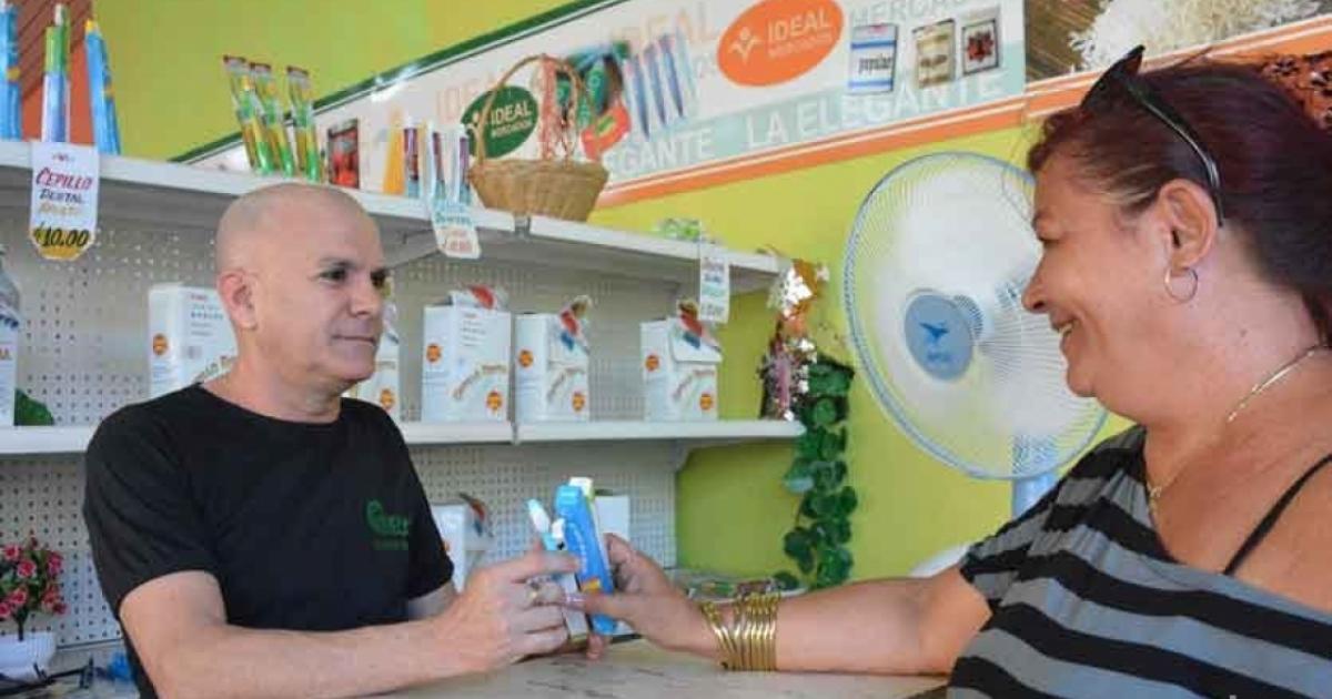 Tiendas de Cuba rebajan los cepillos de dientes de 10 pesos a 1,50 y animan a los clientes a acaparar
