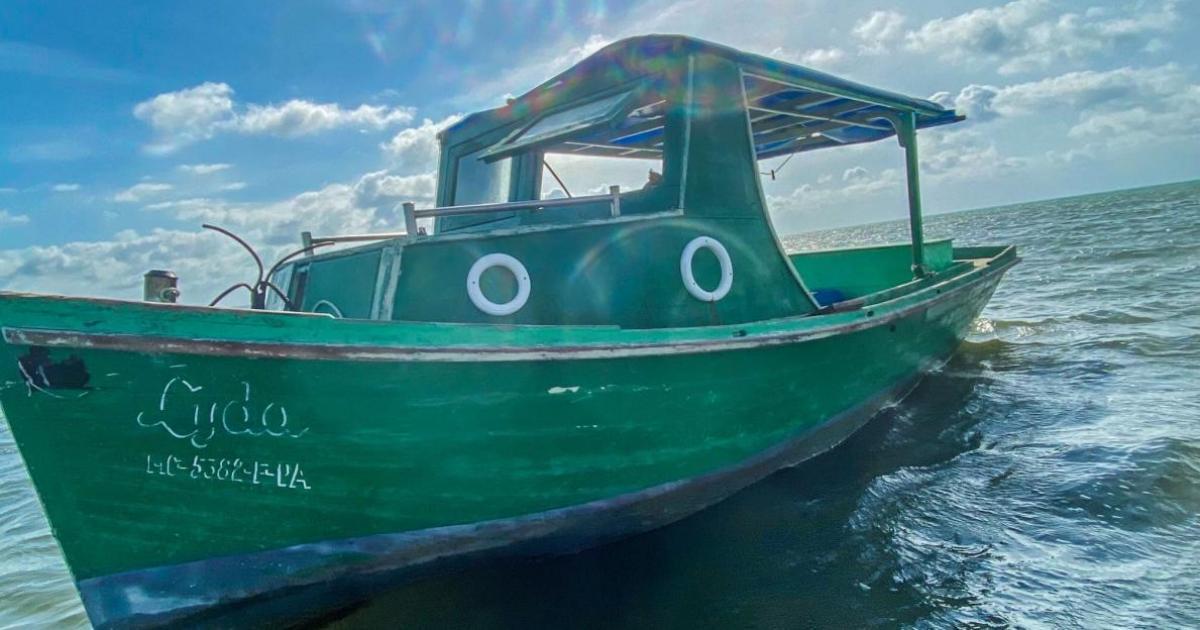 Mit Fischerboot geflüchtet | Bildquelle: https://t1p.de/0jvy © Thomas G. Martin/ Twitter | Bilder sind in der Regel urheberrechtlich geschützt