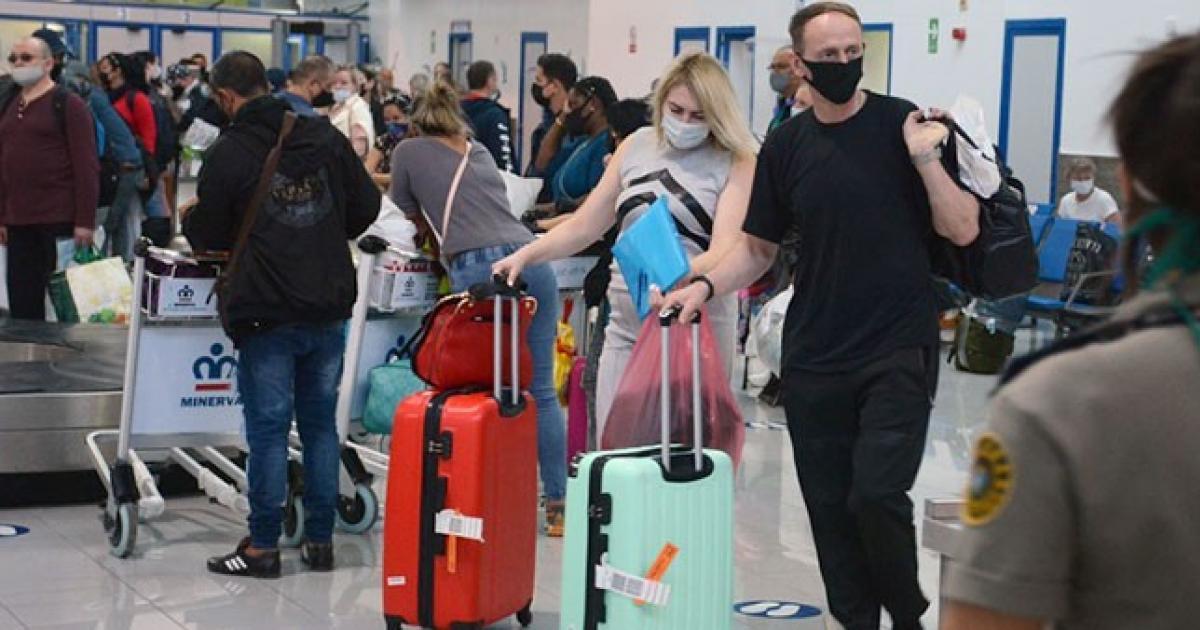 Russische Touristen bei der Ankunft in Kuba   Bildquelle: ©   Bilder sind in der Regel urheberrechtlich geschützt