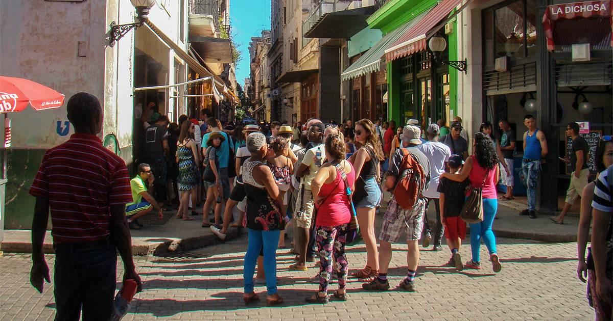 0f8e28c6 ¿Cómo se visten los cubanos? La moda que se usa hoy en Cuba